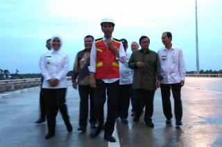 Jokowi Minta Tol Palindra Gratis Hingga Akhir Tahun