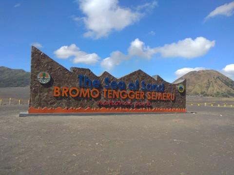 Tugu 'The Sea of Sand' Bromo Diprotes Keras