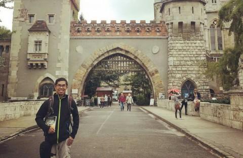 Ahmad Fuadi Kaget Novel Anak Rantau Laku di Luar Negeri
