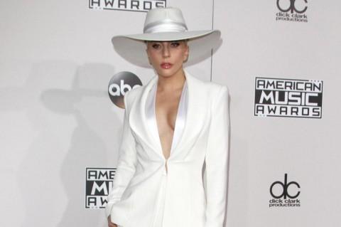 Mulai Membaik, Lagy Gaga Kembali Rutin Pilates dan Yoga