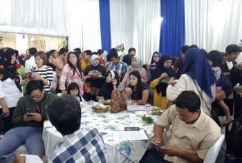 Wujud Komitmen Pelayanan Terbaik, Green Pramuka City Bagikan Makan & e-Toll Gratis