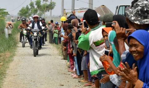 Jokowi Blusukan di Bekasi Menunggangi Trail