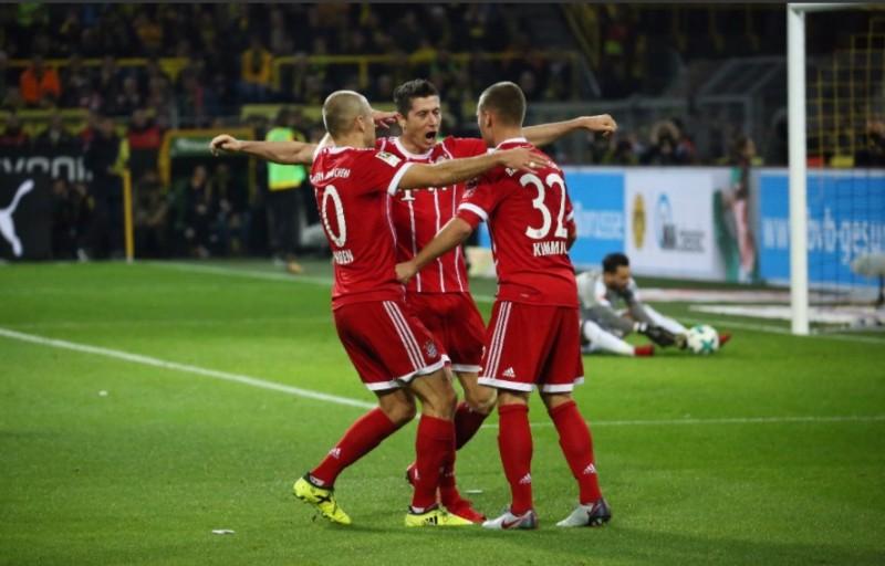 Para pemain Bayern Muenchen merayakan pesta mereka di markas Dortmund (Foto: FC Bayern)