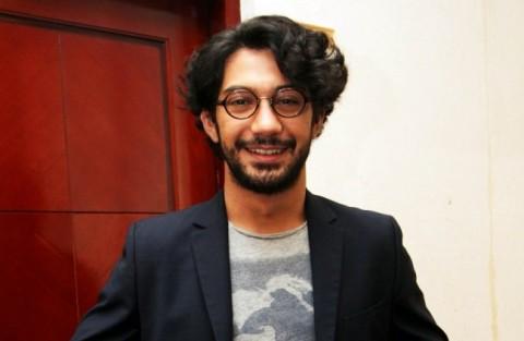Sutradara Agus Noor Sebut Reza Rahadian 'Gila'