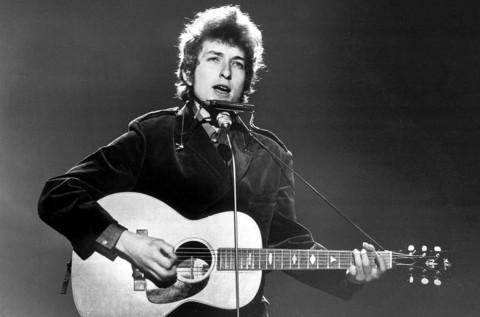 Gitar Ikonik Bob Dylan Terjual Seharga Rp5,4 Miliar