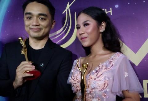 Dapat AMI Awards 2017 Bareng Dipha Barus, Nadin Nangis