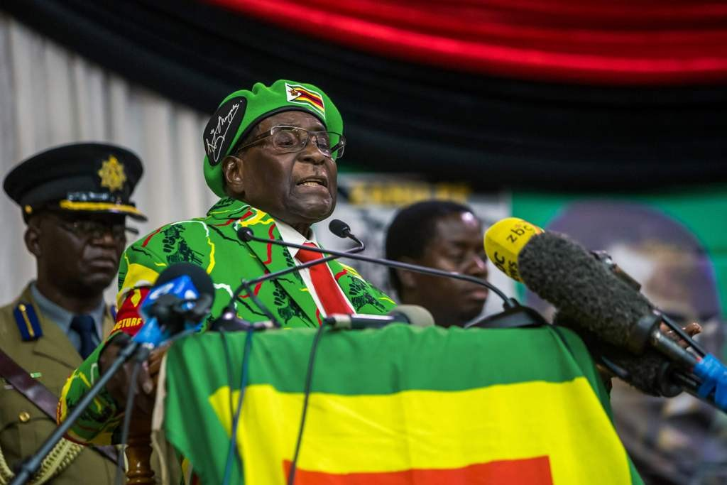 Presiden Zimbabwe Robert Mugabe menolak mundur dari jabatannya (Foto: AFP).