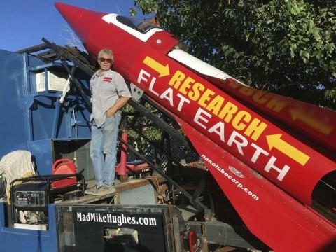 Percaya Bumi Datar, Pria Ini Buat Roket untuk Ambil Foto Bukti
