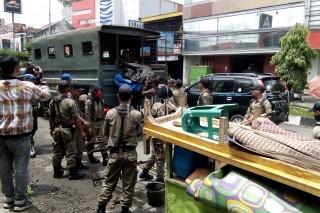 Sejumlah PKL di Tasikmalaya Ditertibkan