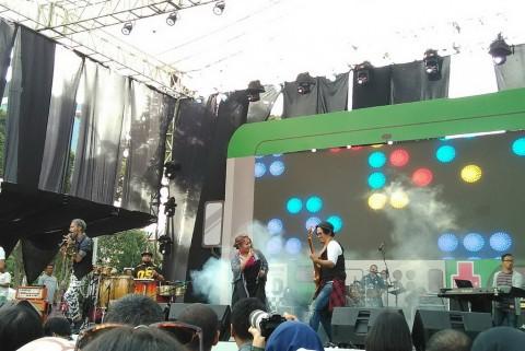 The Groove Ajak Penonton Menari Bersama di The 90's Festival
