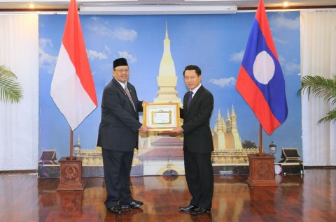 Dubes RI Terima Penghargaan Cross of Friendship dari Pemerintah Laos