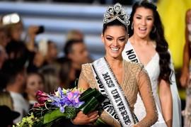 Demi-Leigh Nel-Peters Raih Gelar Miss Universe 2017