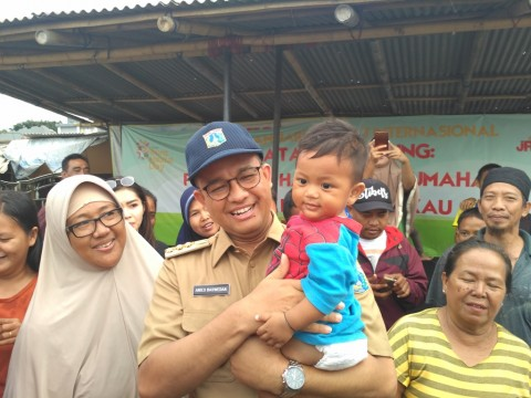 Anies Janjikan KTP bagi Warga Kampung Akuarium