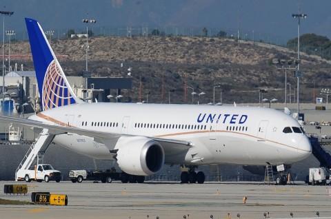 Ban Pesawat United Airlines Pecah saat Mendarat