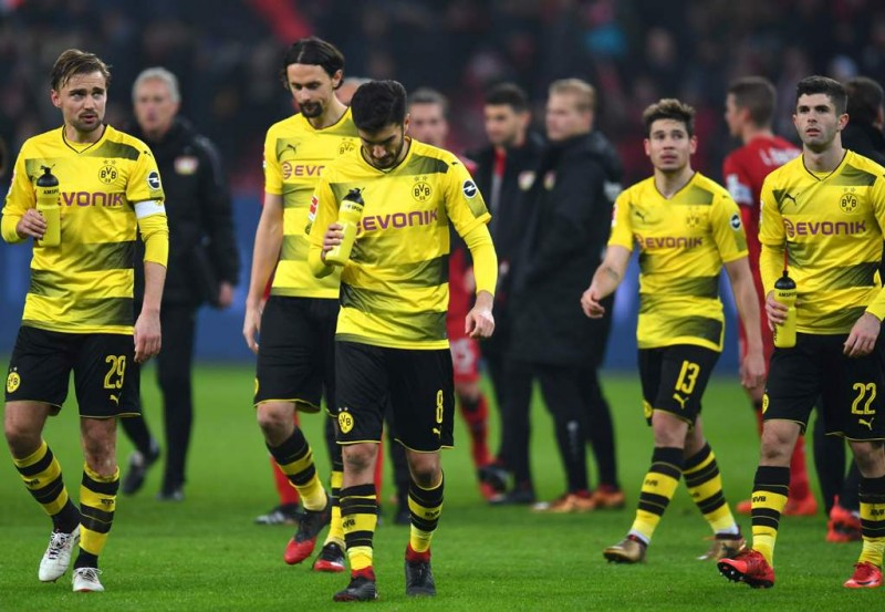 Para pemain Borussia Dortmund kembali tertunduk (Foto: AFP)