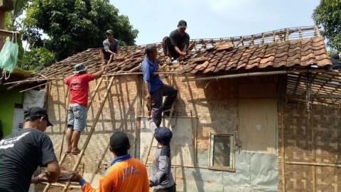 Kisah Polisi Menyisihkan Gaji Perbaiki Rumah Warga tak Mampu