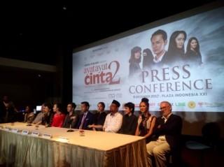 Sutradara Ibaratkan Tokoh Fahri di Ayat Ayat Cinta sebagai Superman Indonesia