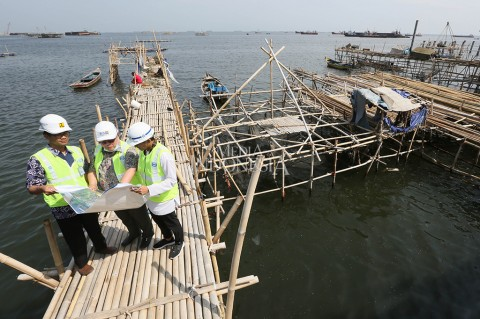 Sandiaga Siapkan Payung Hukum untuk Percepat Proyek Tanggul Laut
