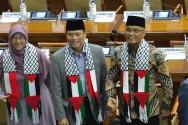 Anggota Dewan Kenakan Syal RI-Palestina di Paripurna Penutupan