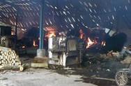 Gudang Pabrik Pengolahan Kayu di Batang Ludes Terbakar