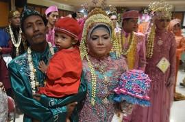 79 Pasangan Nikah Massal di Surabaya