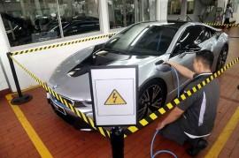 BMW Resmikan Diler Khusus Kendaraan Listrik di Jakarta