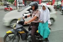 Polisi Antar Warga Terdampak Mogok Angkot di Medan