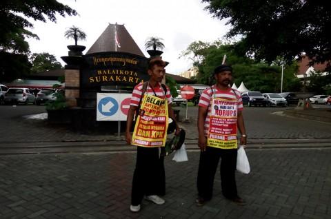 Dua Warga Ponorogo Jalan Kaki ke Jakarta Sebar Pesan Antikorupsi
