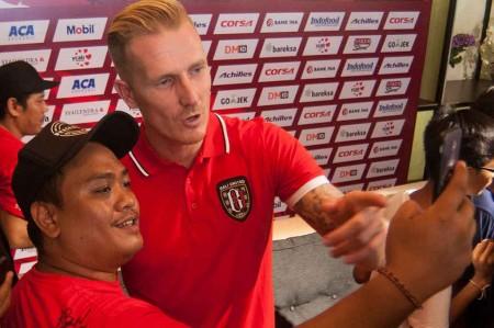 Nick Van Der Velden Perpanjang Kontrak di Bali United