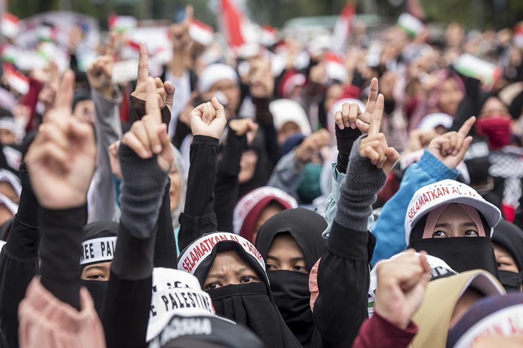 Ribuan Warga Gelar Aksi Bela Palestina di Gedung Sate Bandung