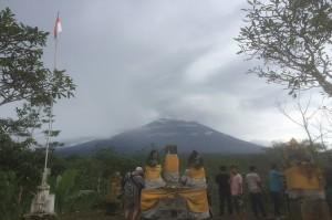 Status Vulkanik Gunung Agung belum Bisa Turun