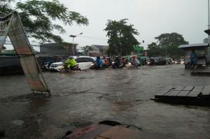 Jalur Garut-Bandung Banjir dan Macet