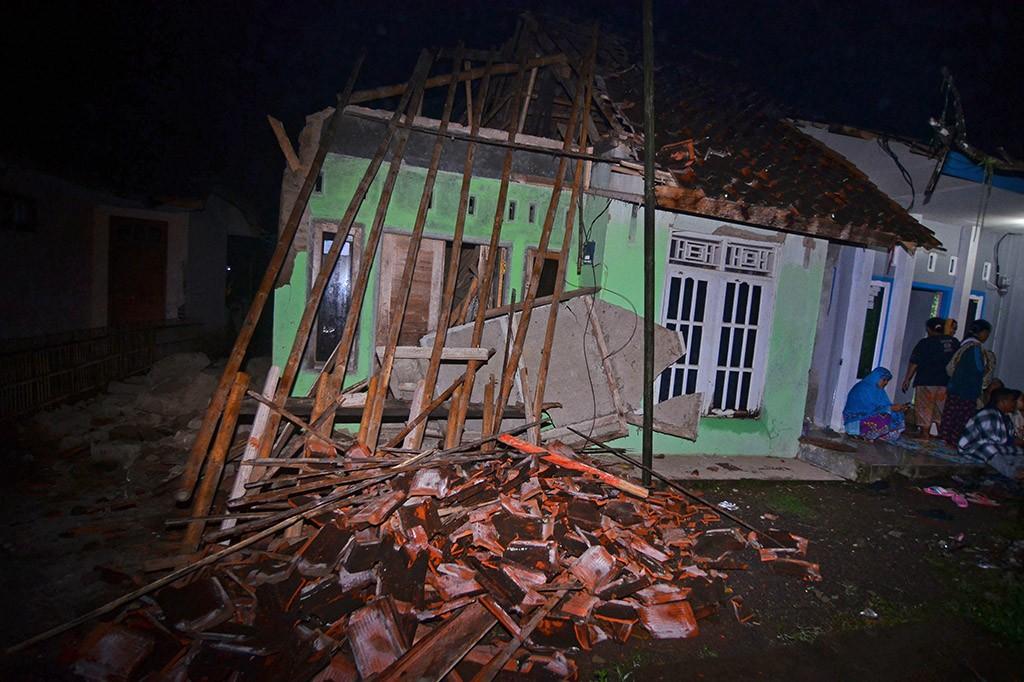 Gempa 6,9 SR Guncang Tasikmalaya