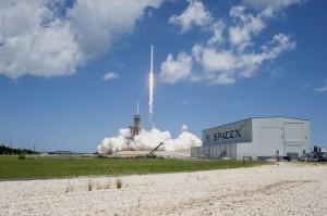 SpaceX Berhasil Terbangkan Kembali Kapsul Dragon ke Luar Angkasa