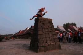 Tradisi Lompat Batu Bawomataluo