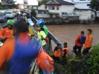 Dua Bocah Hanyut Terbawa Arus Sungai Tondano