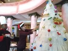 Pohon Natal Ini Terbuat dari Susunan Sohun