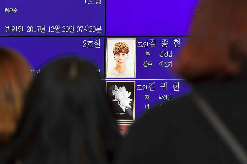 Penggemar Tangisi Kepergian Jonghyun