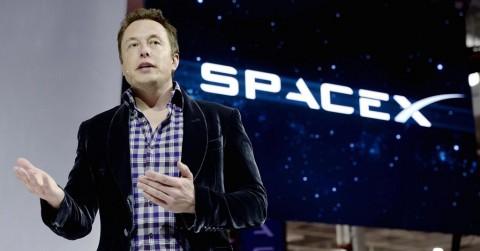 Elon Musk Tidak Sengaja Bocorkan Nomor Ponselnya di Twitter