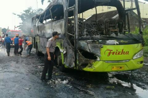 Bus Rombongan Wisata Siswa SD Terbakar di Perjalanan