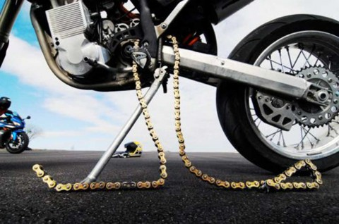 Dampak Buruk Melumasi Ratai Motor Dengan Oli Bekas