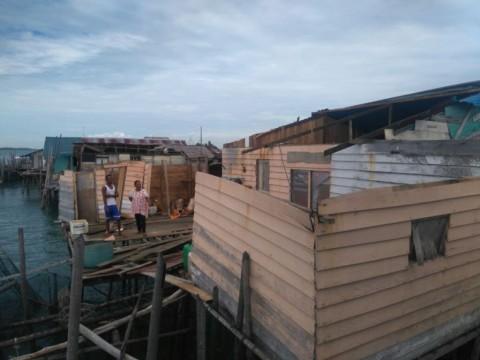 Enam Rumah Warga Pulau Belakangpadang Disapu Puting Beliung
