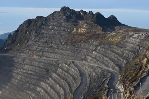 Pemerintah & DPR Bakal Sanksi Perusahaan Tambang tak Bangun <i>Smelter</i>