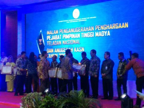 MenpanRB Beri Penghargaan Pejabat Pimpinan Tinggi Teladan