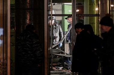 Polisi memeriksa ledakan di sebuah supermarket di St Petersburg,