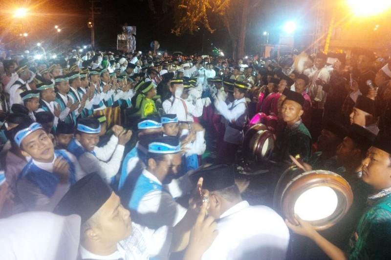 Penampilan musik hadrah menyambut tahun 2018 di Kabupaten Sumenep. Foto: Medcom.id / Rahmatullah