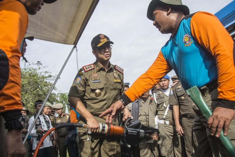 Gubernur DKI Jakarta Anies Baswedan (tengah)/Antara--Aprillio Akbar