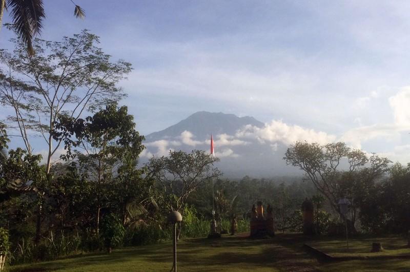 Gunung Agung dari pos pantau di Desa Rendang, Karangasem, Bali -- medcom.id/Raiza Andini
