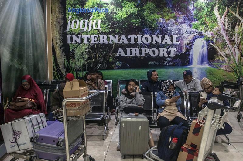 Calon penumpang menunggu pesawat di Bandara Internasional Adisutjipto, Sleman, Daerah Istimewa Yogyakarta -- ANT/Andreas Fitri Atmoko