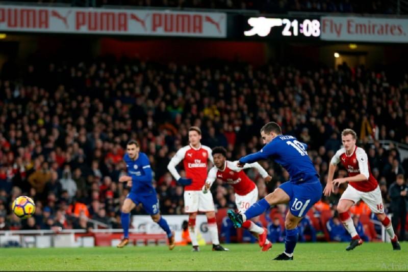 Eden Hazard saat mengeksekusi penalti (Foto: twitter)
